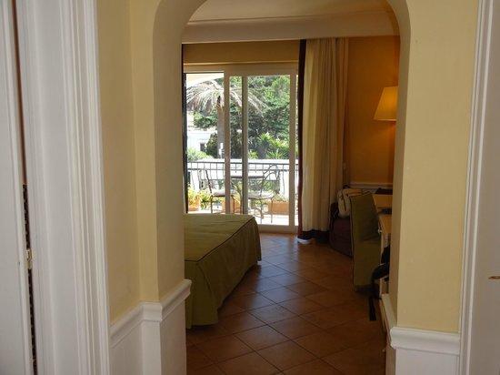 Hotel della Piccola Marina : Quarto muito confortável e lindo! Quarto Deluxe com cama de casal, varanda e vista para o mar.