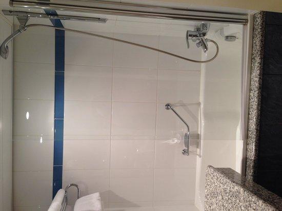 Pullman Paris Montparnasse: Bathroom