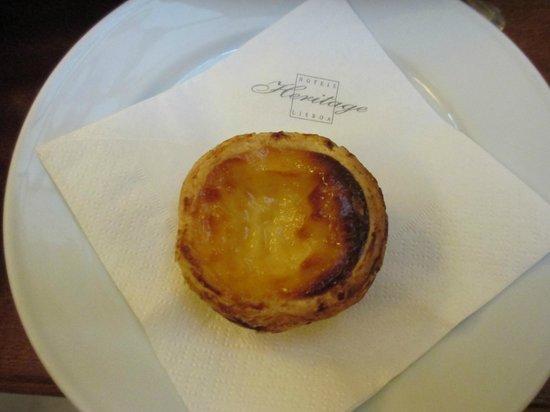 Britania Hotel: Portuguese custard tart at complimentary tea time