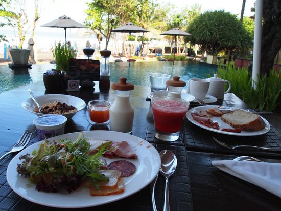Anantara Seminyak Bali Resort: Big Breakkie