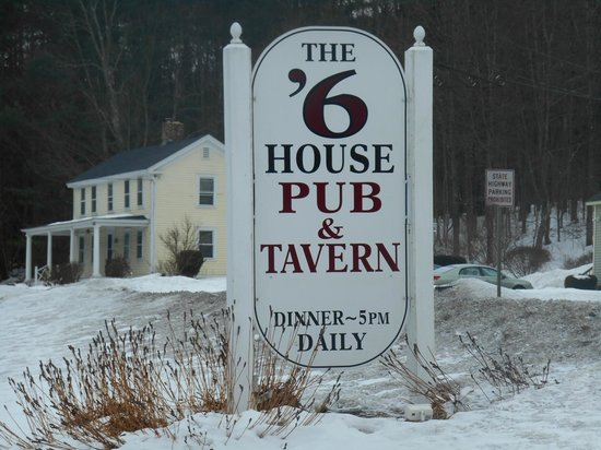 The 1896 House Country Inn - Brookside & Pondside: The '6 Pub for breakfast and dinner:)