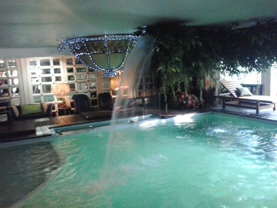 Diamond City Hotel: Pool in lobby