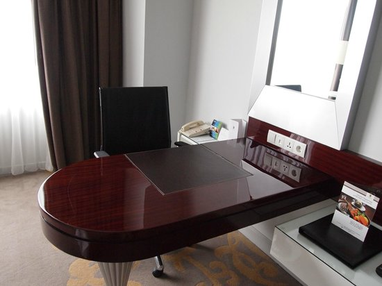 The Park Lane Jakarta : Desk - Deluxe Room