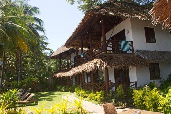 Atlantis Dive Resorts Dumaguete: Beachfront villas