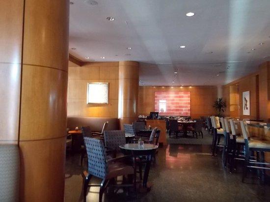 The Ritz-Carlton New York, Battery Park: Café da manhâ e restaurante