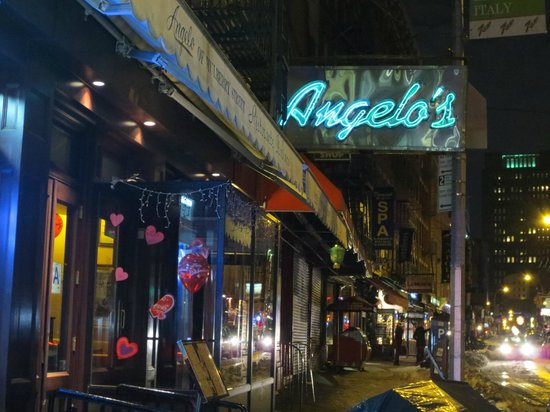 Angelo's of Mulberry Street: Nighttime view