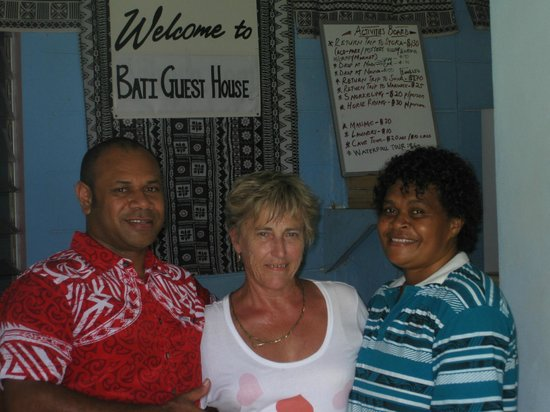 Bati's Guest House: Myself with owners (Isoa & Rosa)