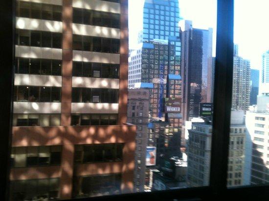 Sheraton New York Times Square Hotel: Vista habitación