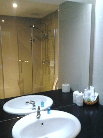 KpK Hotel  (Front Wing): Built-in shower stall with rain shower