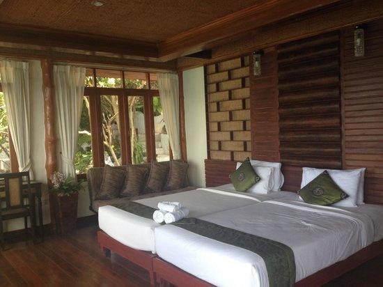 Dusit Buncha Resort : Chambre parentale avec vu sur mer
