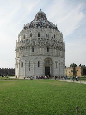 Der Schiefe Turm von Pisa: The Baptistery of Pisa