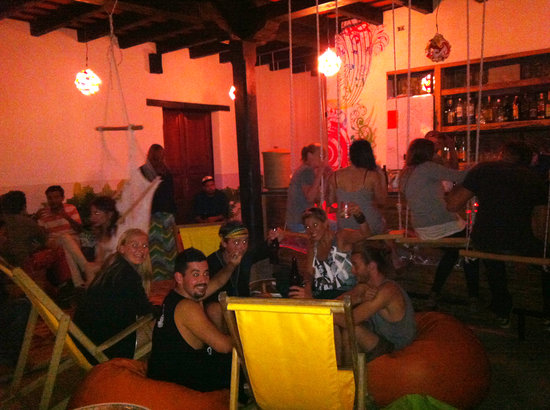 Jungle Party Hostal Club & Restaurant: lively Happy Hour