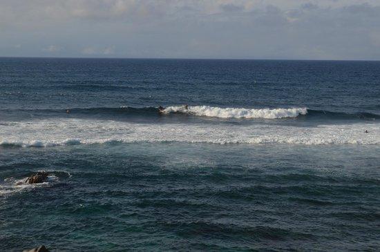 Kuau Inn: Ho'okipa Beach- near Kaua- we watched the surfers for awhile