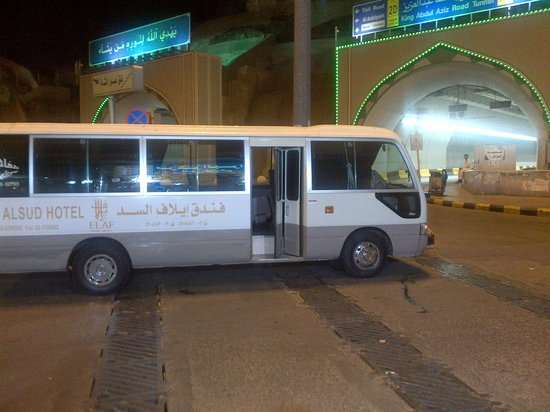 Elaf Alsud Hotel: elaf bus whilst driver walks away