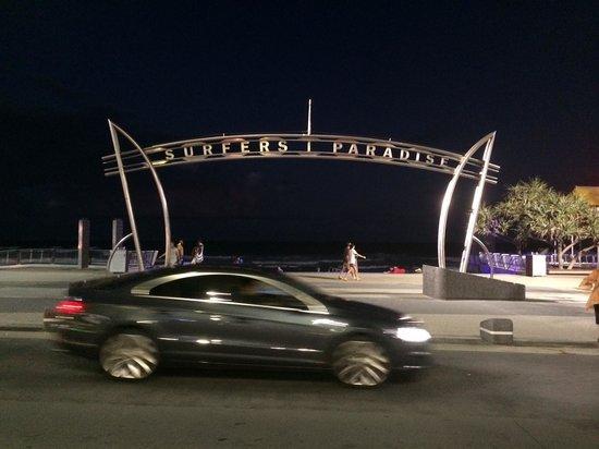 Surfer's Paradise Beach: Night time