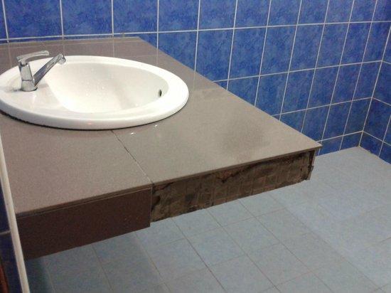 Arwana Perhentian Eco Resort & Beach Chalet : The toilet basin