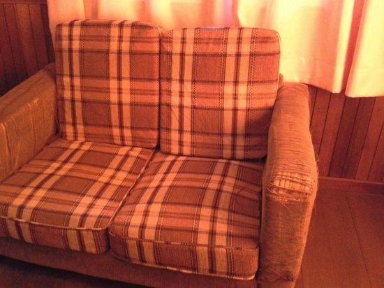 Arwana Perhentian Eco Resort & Beach Chalet: Broken sofa of the room