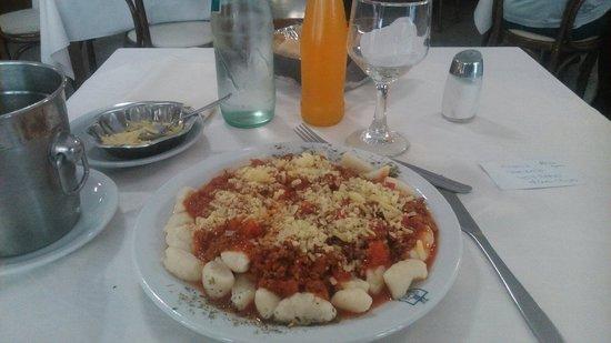 La Plata Hotel: Restaurant hotel. Ñoquis salsas.  postre y bebida 60 un regalo