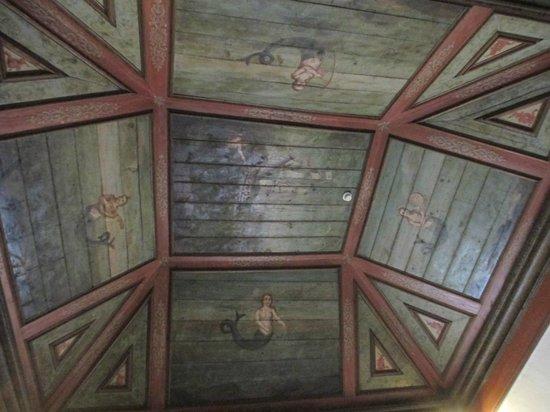 Palacio Nacional de Sintra: Hall das Serenas, mosaics on walls & paintings of mermaids