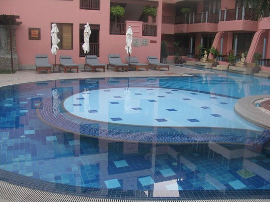 Seaview Patong Hotel : Smaller swimming pool