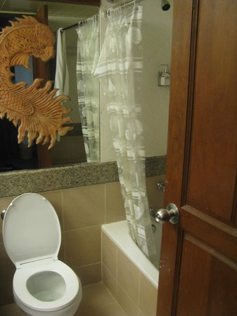 Seaview Patong Hotel : Bathroom room 332