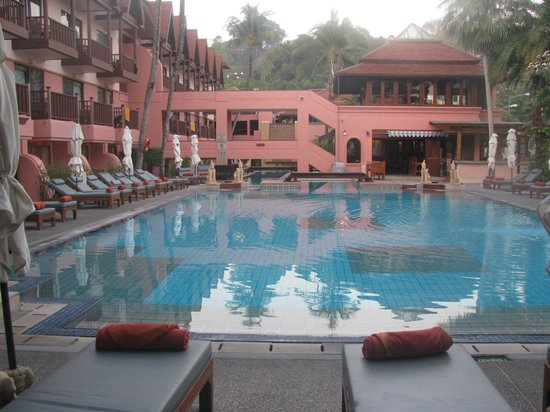 Seaview Patong Hotel : Larger swimming pool