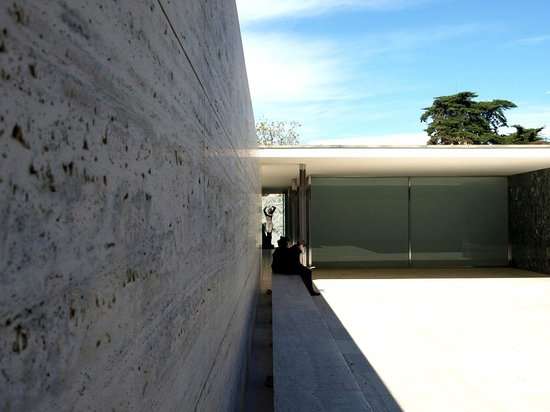 Pabellón Mies van der Rohe: Лавочка