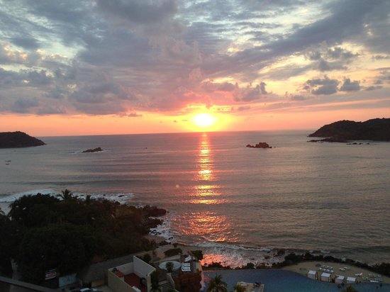Azul Ixtapa Grand Spa & Convention Center: sunset