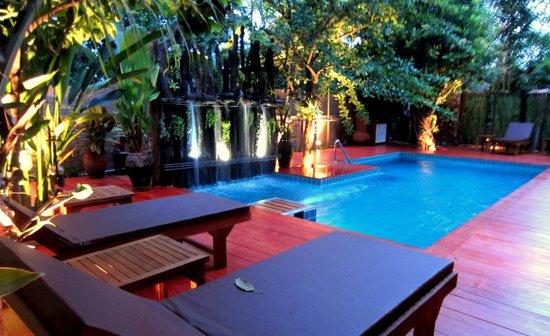 De Wiangkumkam Hotel: swimming pool