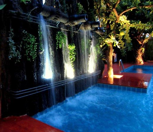 De Wiangkumkam Hotel: Swimmipng pool