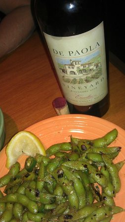 Hula's Island Grill : Endomame with a delicious De Paolo Zinfandel