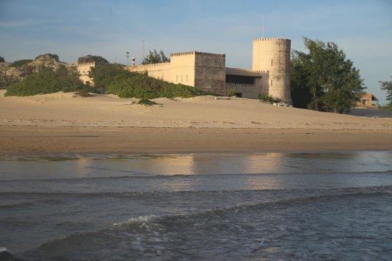 Banana House & Wellness Centre: Shela Beach