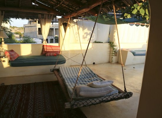 Banana House & Wellness Centre: Hammocks….so comfortable !!