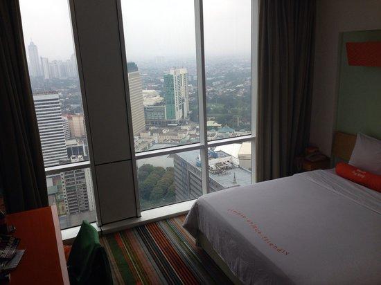 HARRIS Suites FX Sudirman: The standard room