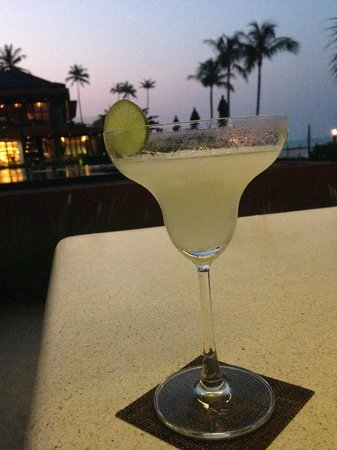 Hansar Samui Resort: A delicious frozen margarita at the beach bar.