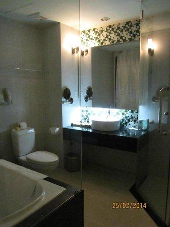 Park View Hue Hotel: Bathroom