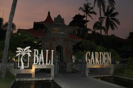 Bali Garden Beach Resort: Front