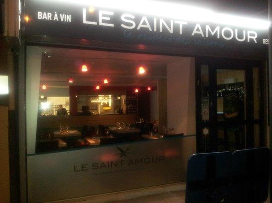 Le Saint-Amour : L'enseigne du restaurant