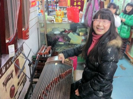 Miki Tours: Lisa showed us the musical instruments she plays, the Guqin and Guzheng