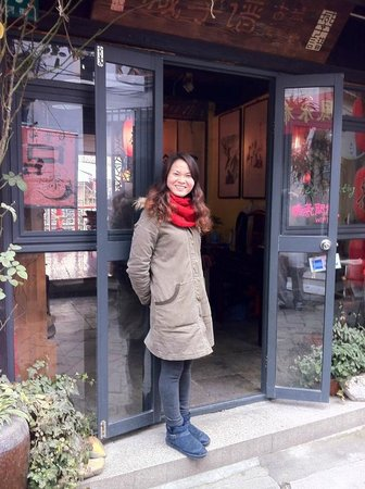 Miki Tours : Lisa has a network such as this tea house where Lisa and the owner cooked us a multi-course lunc