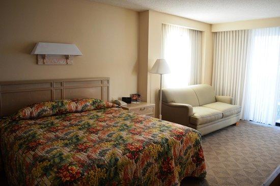 Hale Koa Hotel : Deluxe Ocean View Room: King bed & sleeper sofa