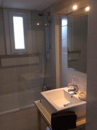 Hôtel Chez Janie : salle de bain