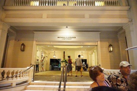 Moana Surfrider, A Westin Resort & Spa: エントランス