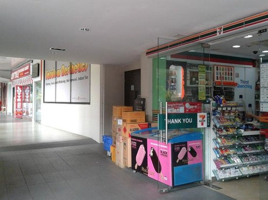 Marrison Hotel: Next to 7 Eleven & Lotte Mart