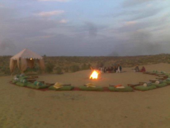Mirvana Nature Resort and Camp: Dinner at the Dunes