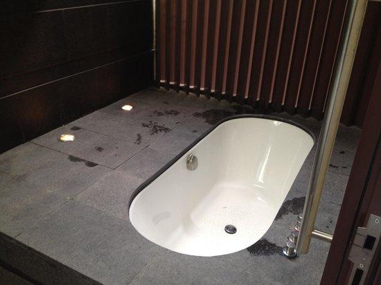 Capella Singapore: Out door bath