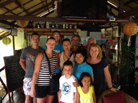 Baan Sukreep - Zen Garden Cottages : Photo avec propriétaires et personnel