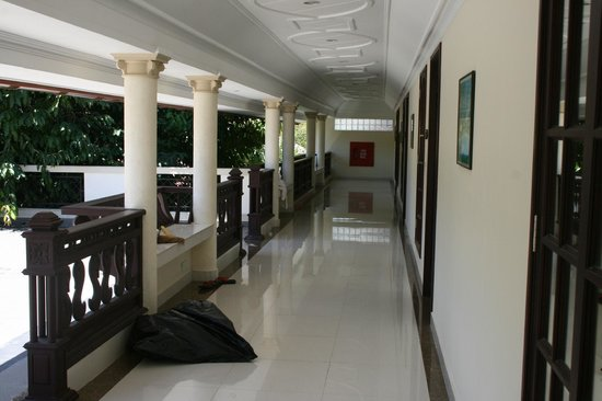 Berjaya Praslin Resort - Seychelles : couloir d'accès à la chambre