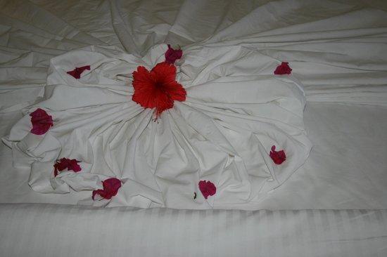 Berjaya Praslin Resort - Seychelles: déco sur le lit