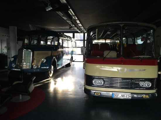 Neotel Stuttgart: zwei Auwärter Reisebusse